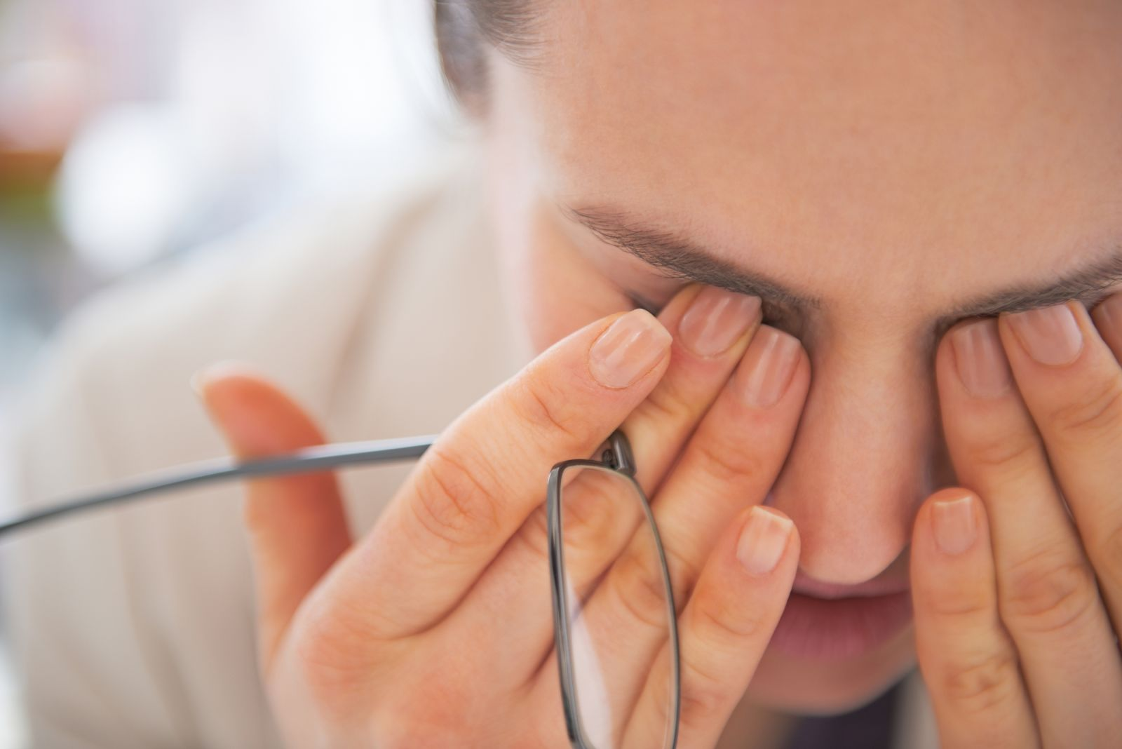 Warning signs of a serious eye problem