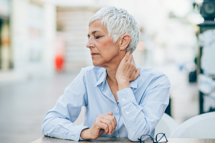 When to seek immediate medical attention for neck pain