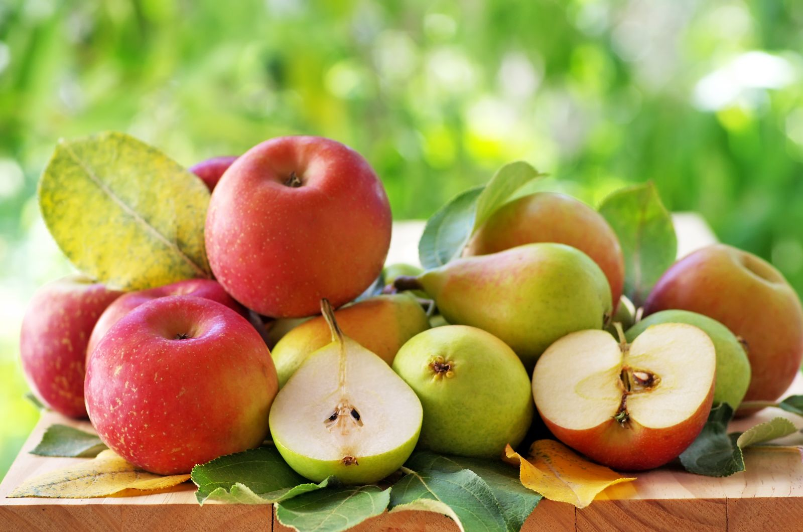 Eating apples and pear may help low blood pressure