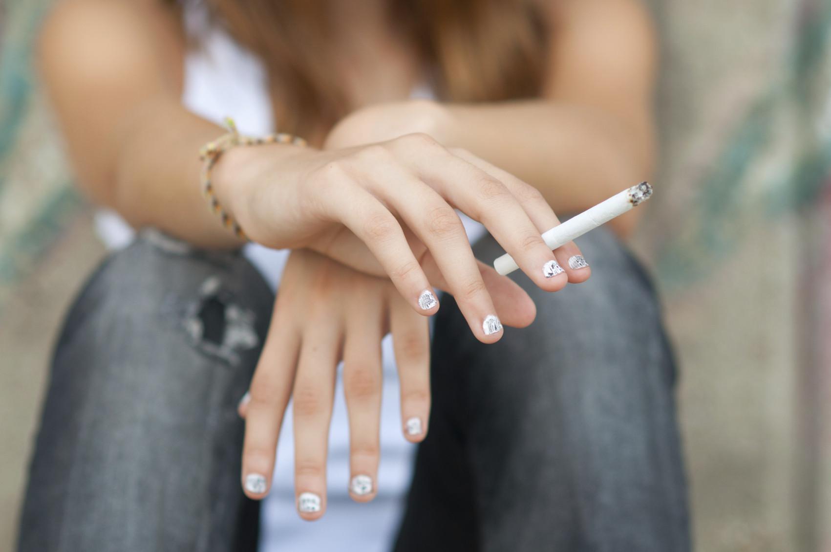 teen-smoking-cigarette-quit-tobacco21-lawsiStock_000023225544_Medium