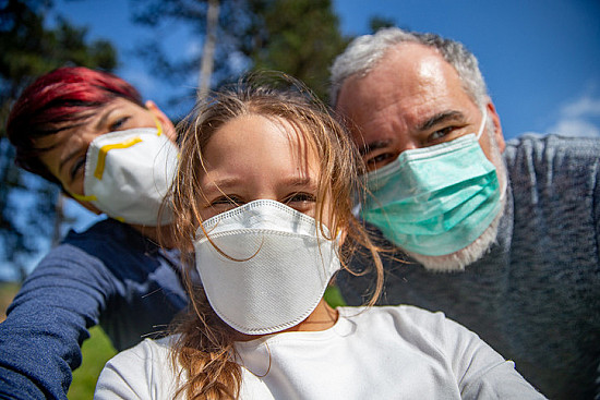 7 tips for going outside safely with your children during the COVID-19 pandemic featured image