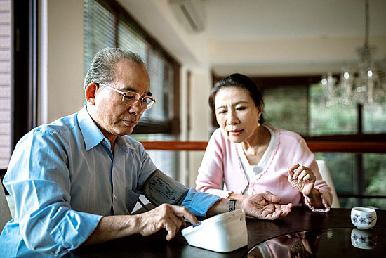 Can controlling blood pressure later in life reduce risk of dementia? featured image