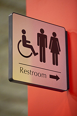 How risky is using a public bathroom during the pandemic? featured image