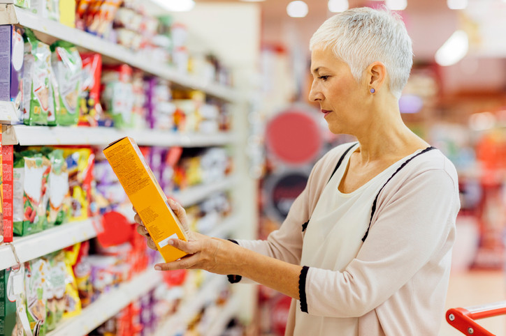 woman-reading-food-label-in-grocery-store