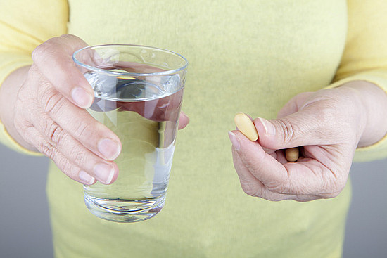 Two tricks to make it easier to swallow pills featured image