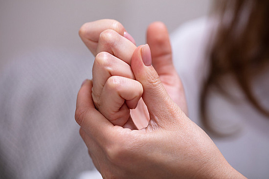 Knuckle cracking: Annoying and harmful, or just annoying? featured image