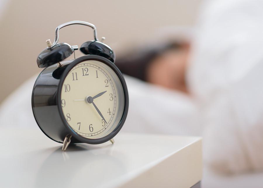 Alarm-Clock-next-to-bed