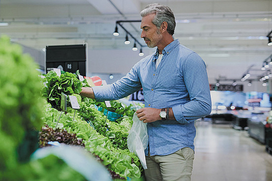 Green leafy vegetables offer a leg up on muscle strength featured image
