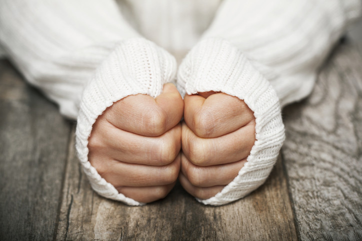 Icy fingers and toes: Poor circulation or Raynaud's phenomenon?