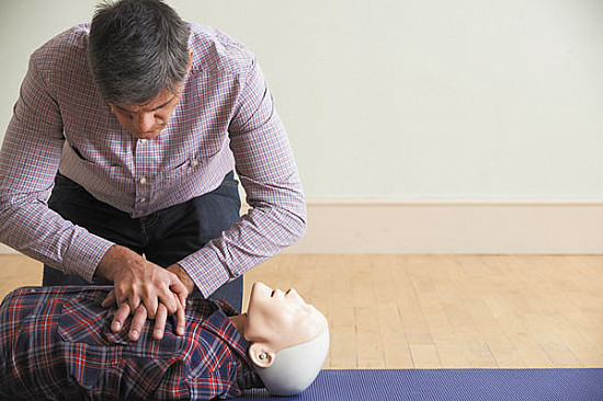 While waiting for your flight, learn how to save a life featured image