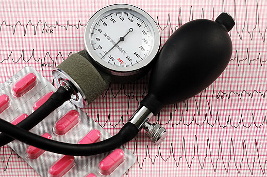 Taking blood pressure medication at bedtime instead of the morning can reap greater health benefits featured image