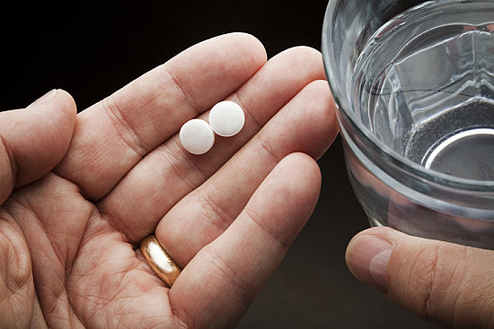 Aspirin linked to fewer digestive tract cancers featured image
