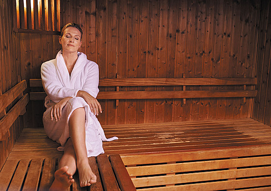 Hot baths and saunas: Beneficial for your heart? featured image