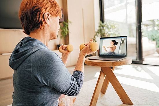 What to look for in an online exercise video for older adults featured image