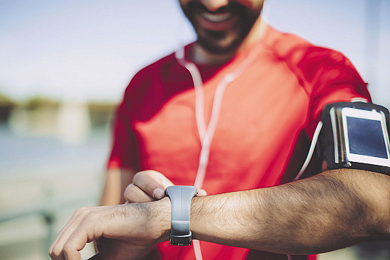 Smartphone apps and trackers may help boost physical activity featured image