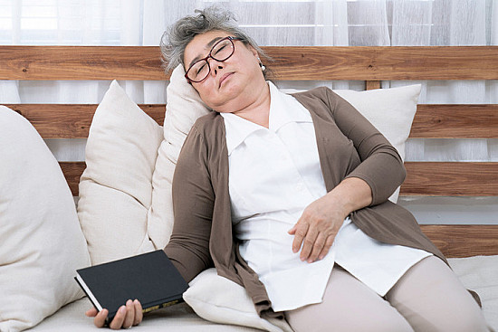Regular afternoon naps can help wake up aging brains featured image