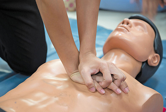 When giving CPR, stick to standard chest compressions featured image