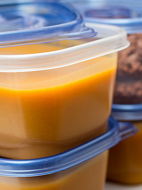 Microwaving food in plastic: Dangerous or not? featured image