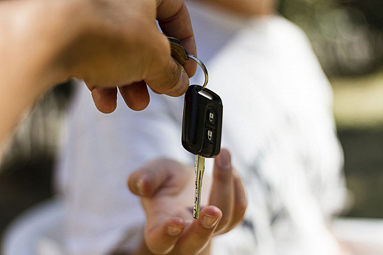 Driving and dementia: Take away the keys? featured image