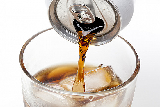 Sugary soda and juice can boost blood pressure, weight featured image