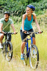 Couple-riding-bicycles
