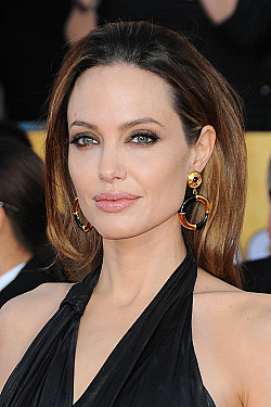 Angelina Jolie's prophylactic mastectomy a difficult decision featured image