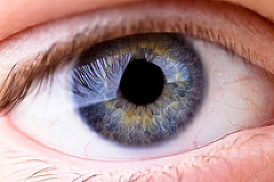 What you can do about floaters and flashes in the eye featured image