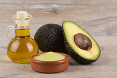 Avocado-with-oil