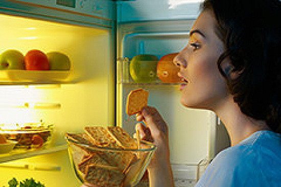 Nighttime overeating can throw weight and health out of sync featured image