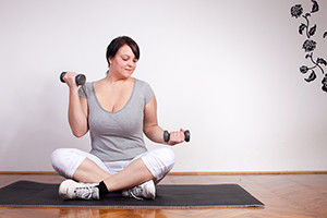 Plus-Size-Woman-Lifting-Weight