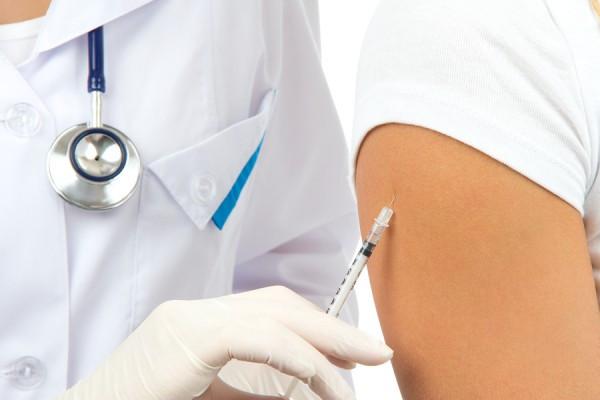 bigstock-Doctor-Making-Insulin-Or-Flu-V-32942354-e1382556327657