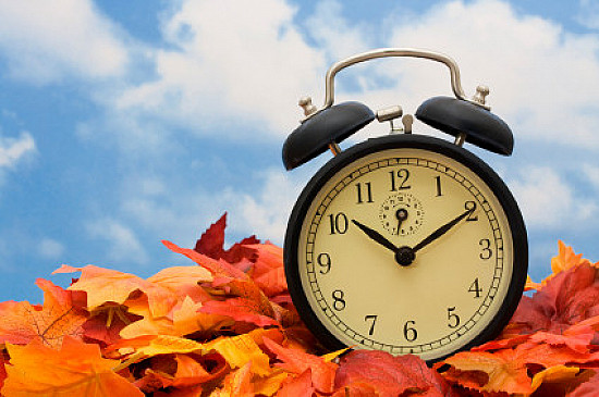 """Daylight Saving Time """"fall back"""" doesn't equal sleep gain featured image"""
