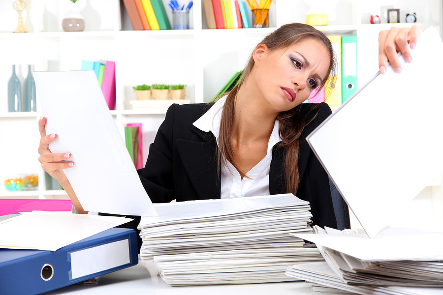 Woman-working-at-desk-slouching