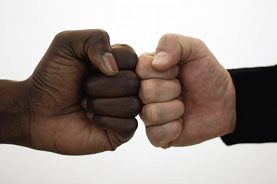 Fist bump better than handshake for cleanliness featured image