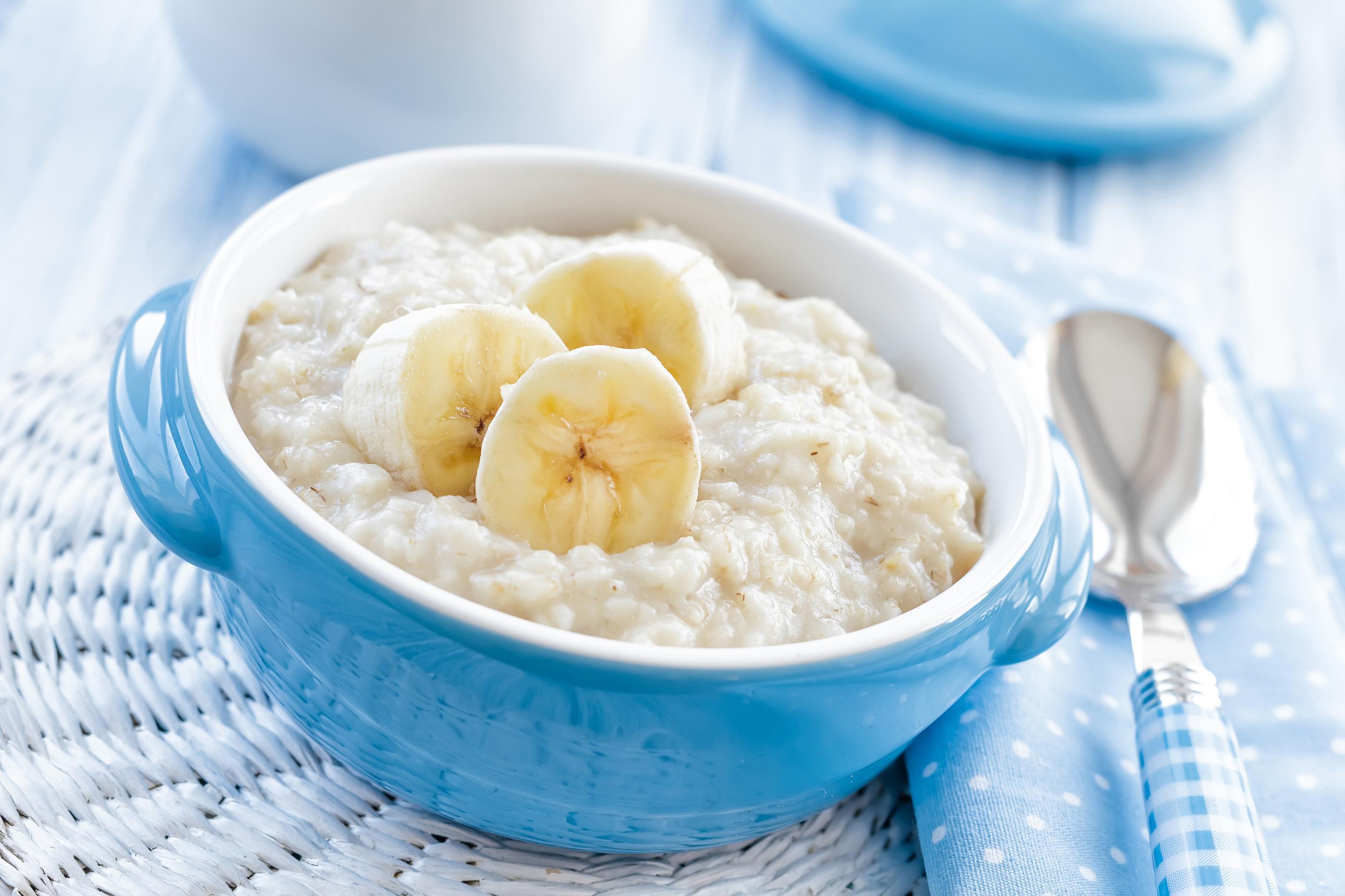 bigstock-Oatmeal-with-banana-59029136