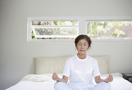 Mindfulness meditation helps fight insomnia, improves sleep featured image