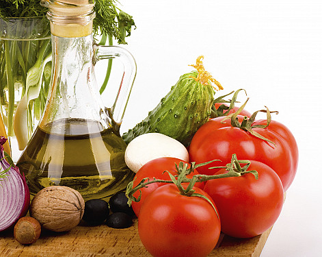 Mediterranean diet may help counteract age-related declines in memory and thinking skills featured image