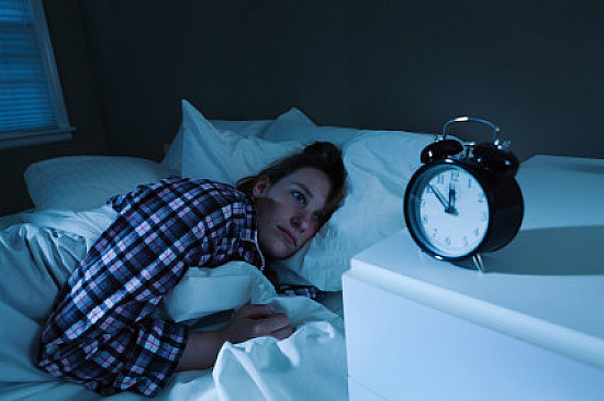 Cognitive behavioral therapy offers a drug-free method for managing insomnia featured image