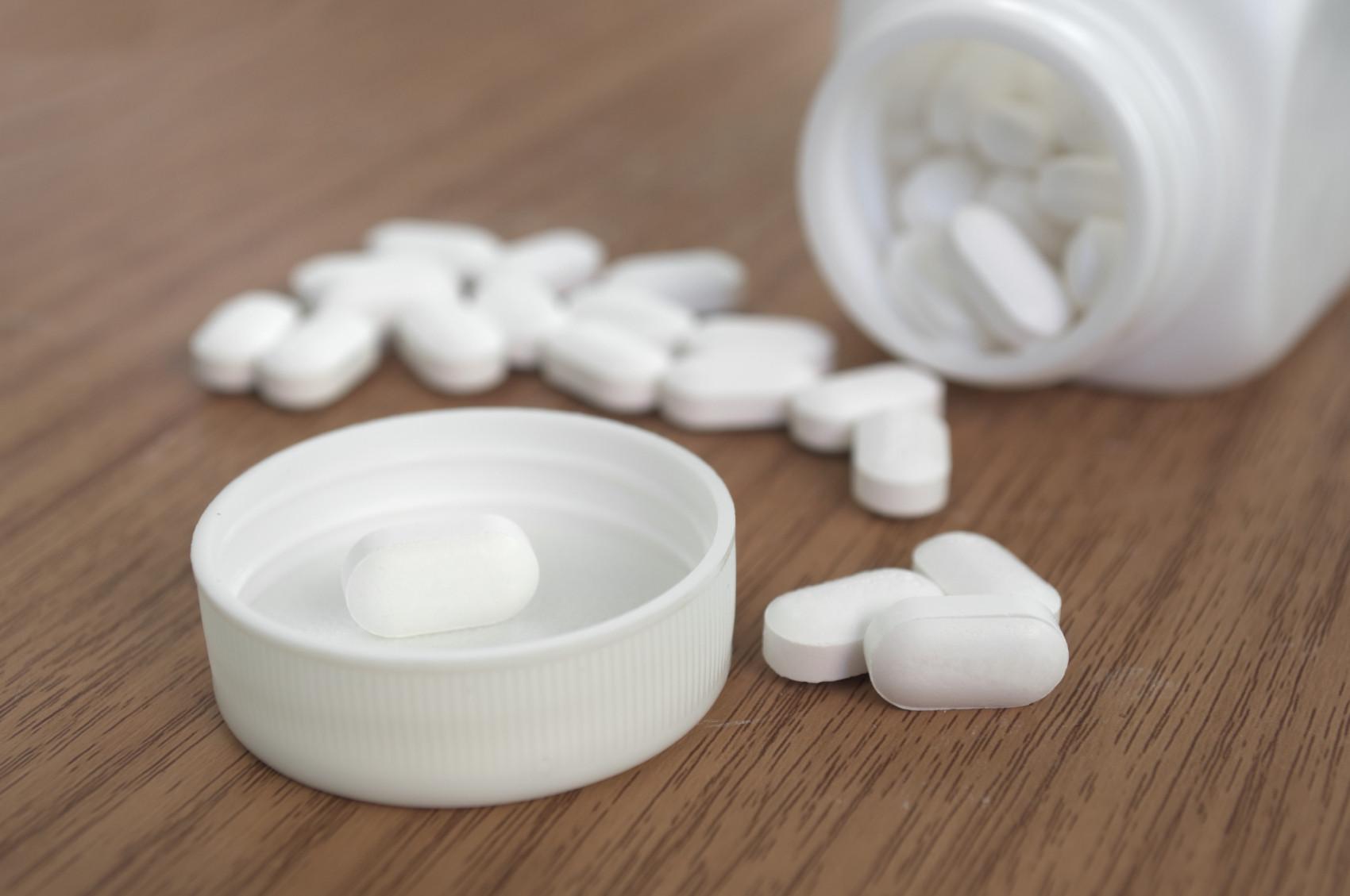 perscription-pain-killers-opioidsiStock_000049475354_Medium