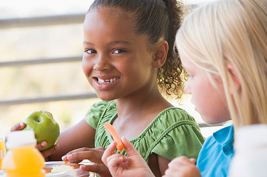 10 ways to raise a healthy eater featured image