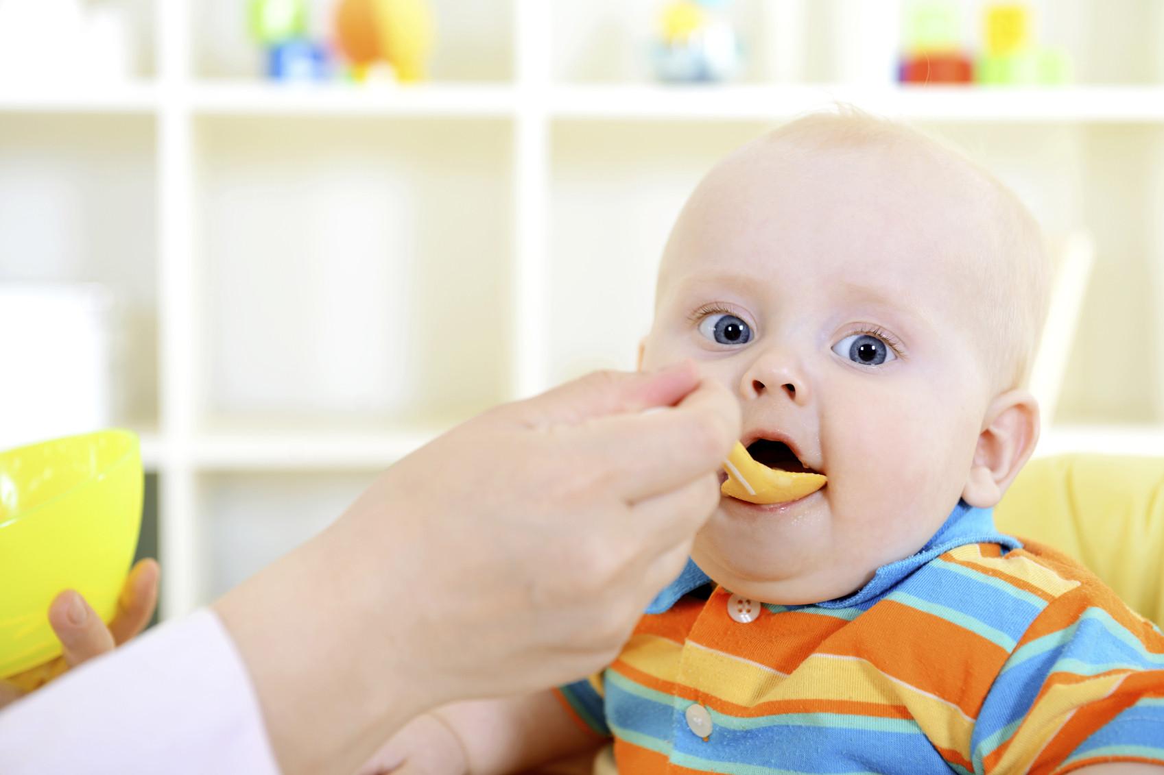baby-solids-infant-eating-food-breakfast-iStock_000020035976_Medium