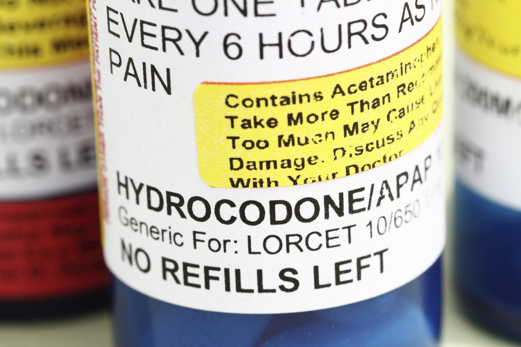 drugs-opioid-pain-killers-hydrocodone-NoDerog-iStock_20359709_MEDIUM
