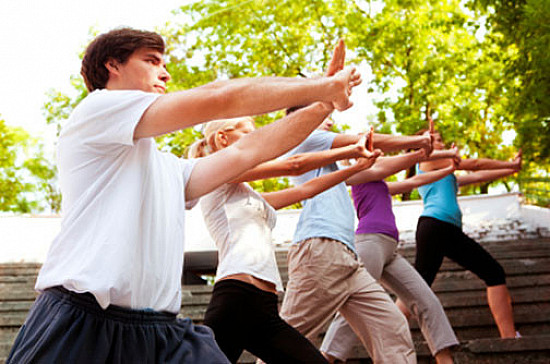 Tai chi may be as good as physical therapy for arthritis-related knee pain featured image