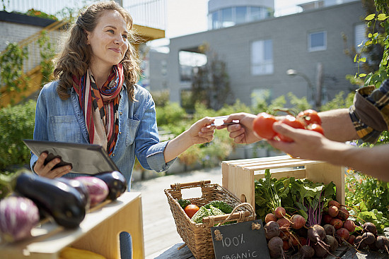 An easy way to eat healthier this summer: Find a farmers' market featured image