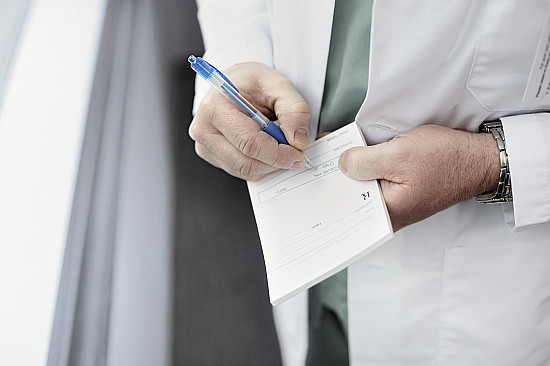 Long-term use of opioids may depend on the doctor who prescribes them featured image