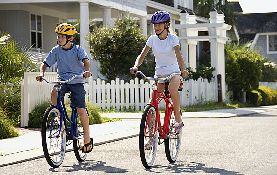 """4 tips for teaching your child how to ride a bike """"on the road"""" featured image"""