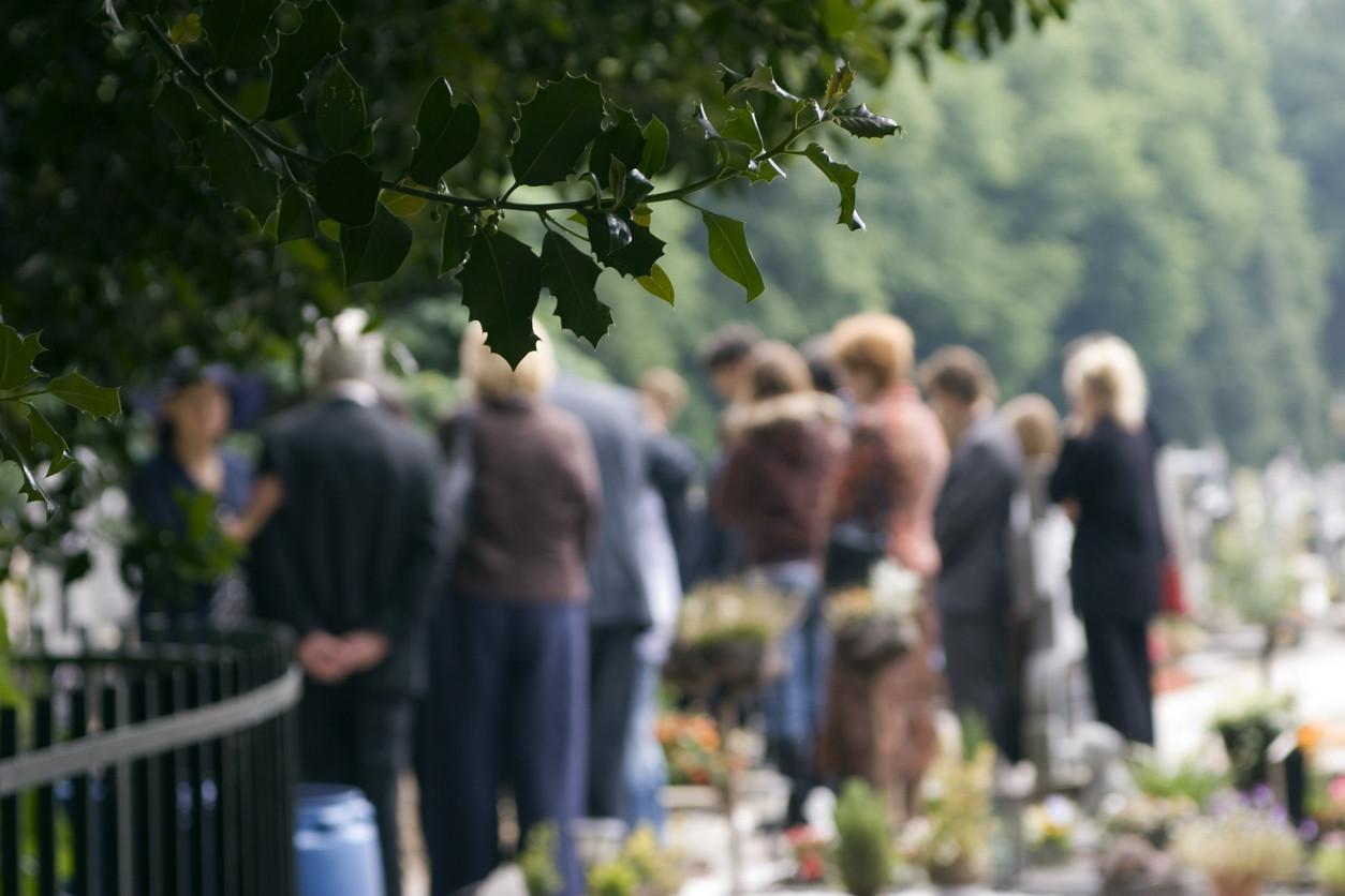 funeral-mourning-sad-overdoseiStock-144345126