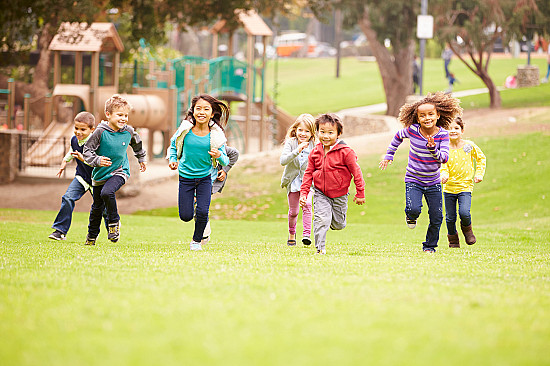 6 reasons children need to play outside featured image