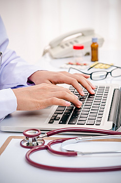 Prescription monitoring programs: Helpful or harmful? featured image