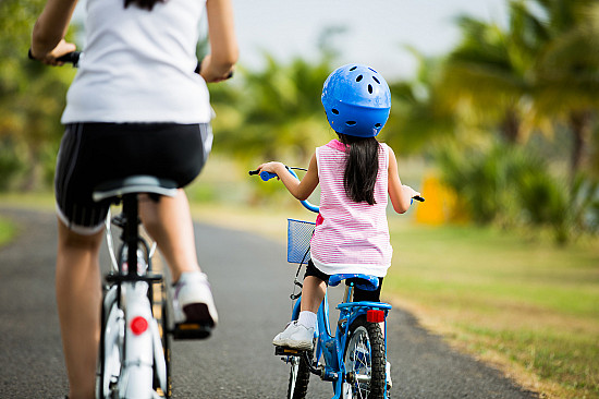 5 habits <i>for moms</i> that help prevent childhood obesity featured image